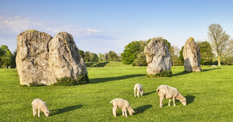 Where can I get a photograph, Avebury or Stonehenge?